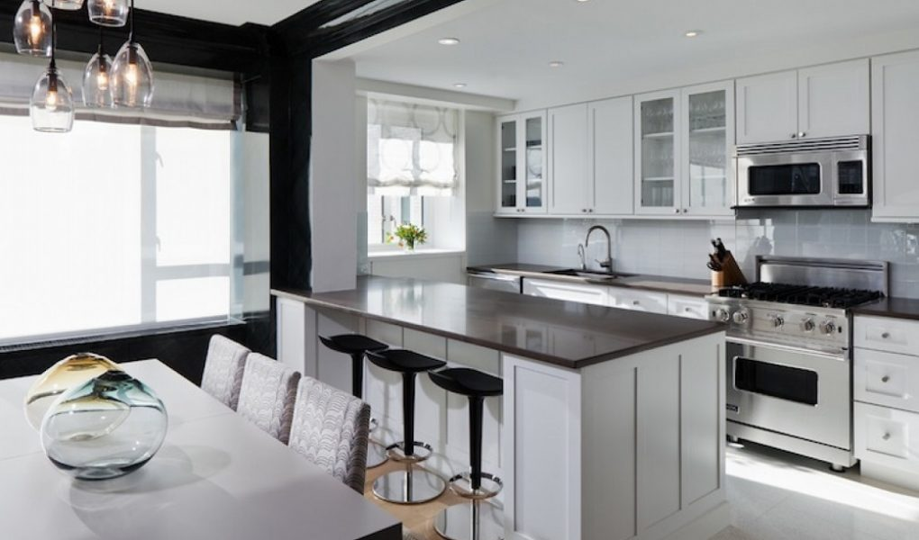 Black And White Color Beautiful Kitchen